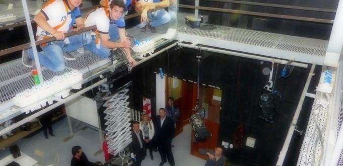 Instalación del pantógrafo realizado por alumnos de colegio técnico