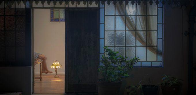 Alegato en torno a la soledad existencial a la que parece abocado este mundo contemporáneo. La escenificación es un recurso deliberadamente artificioso para ampliar la capacidad narrativa de la obra fotográfica, acercándola a códigos de lectura más próximos al lenguaje fílmico y teatral.